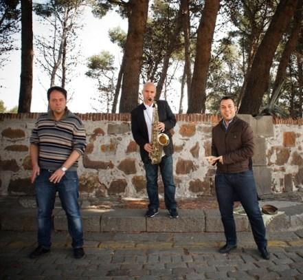 Sassofonista Jazz con due ballerini d'eccezione