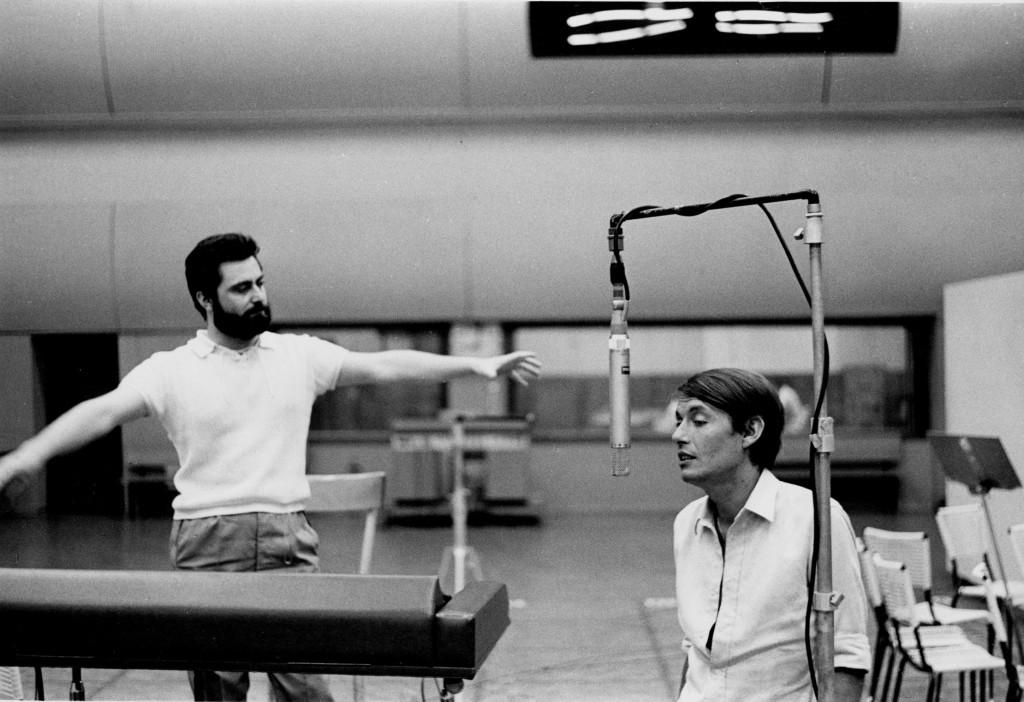 Fabrizio De Andrè e Gian Piero Reverberi in studio