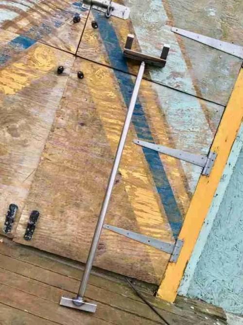 pallet prying demolition bar in natural steel