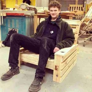 How I made a chair with cupholder from pallets