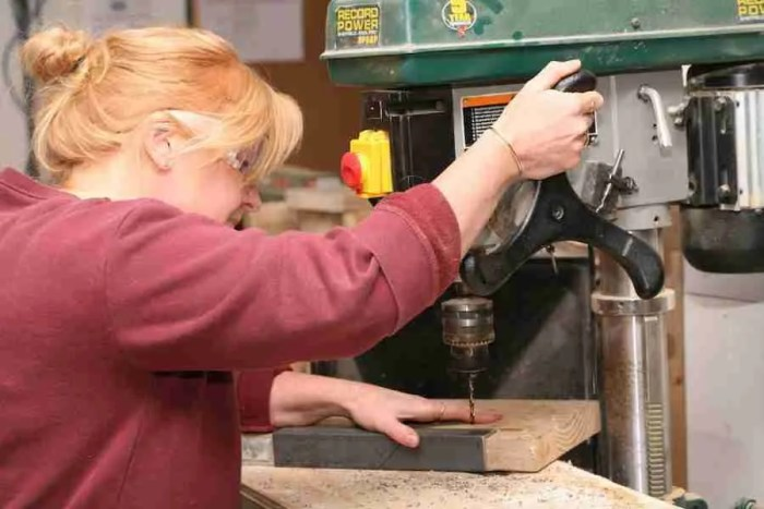 LEARNING TO IUSE A PILLAR DRILL WORKSHOP CLASS
