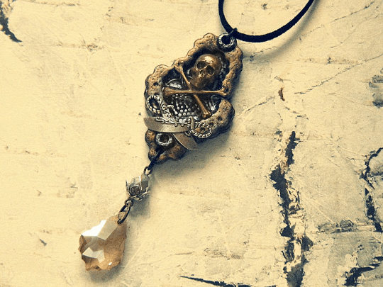 vintage style skull and crossbones necklace