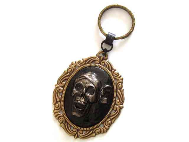 pirate skull keyring