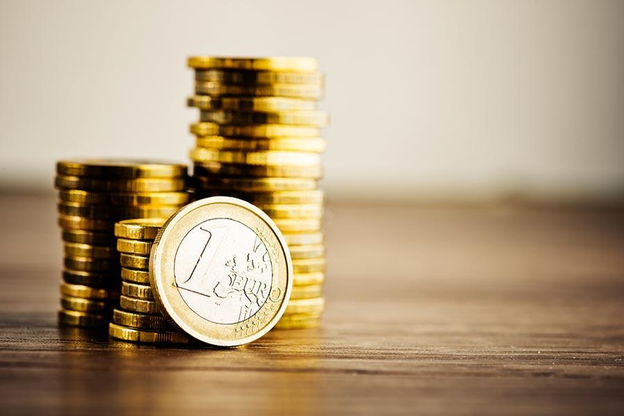 Il debitore che tarda a risarcire paga anche gli interessi compensativi
