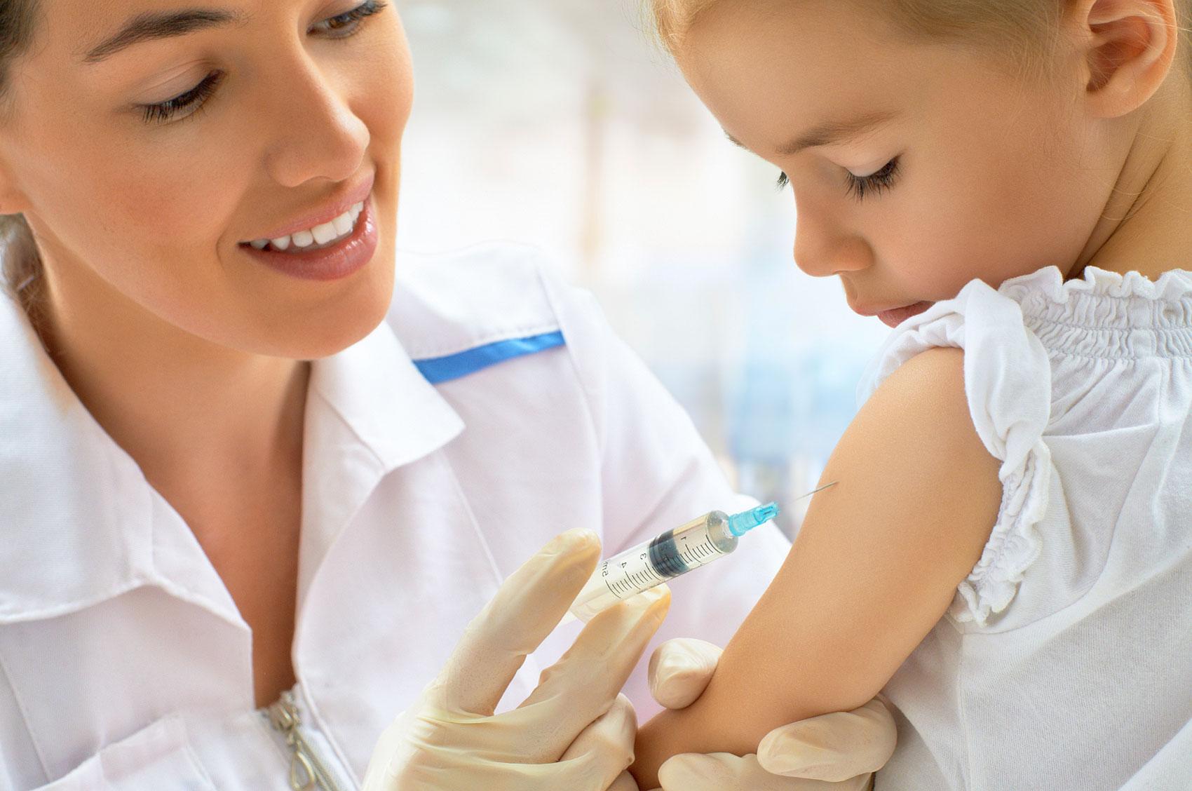 Vaccini obbligatori: il decreto Lorenzin lede i diritti dei minori?
