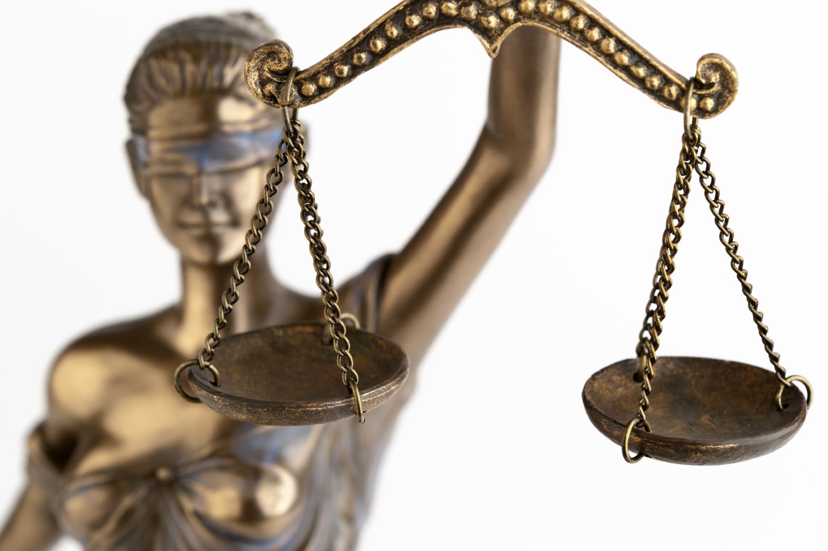Commette reato il genitore che non mantiene il figlio nato fuori dal matrimonio