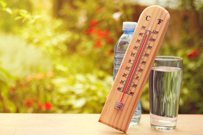 Le bottiglie d'acqua vanno protette dal sole: il reato è dietro l'angolo