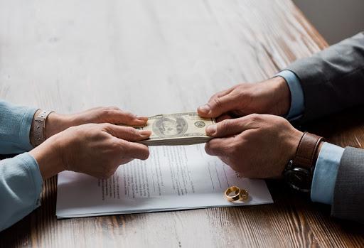 Assegno divorzile: il mutamento giurisprudenziale non integra ex se i giustificati motivi richiesti dalla legge ai fini della sua revisione