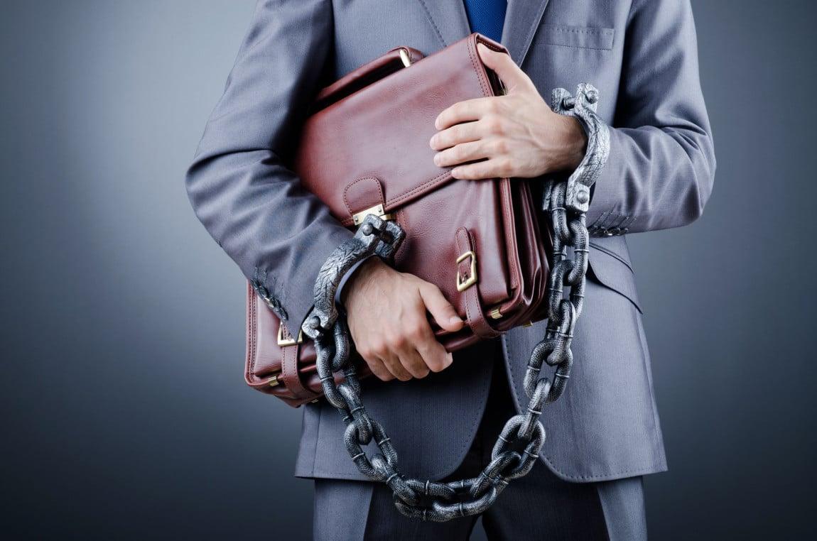 Il concorso dell'amministratore di fatto nel reato di bancarotta fraudolenta: soggetto intraneus o concorrente esterno?