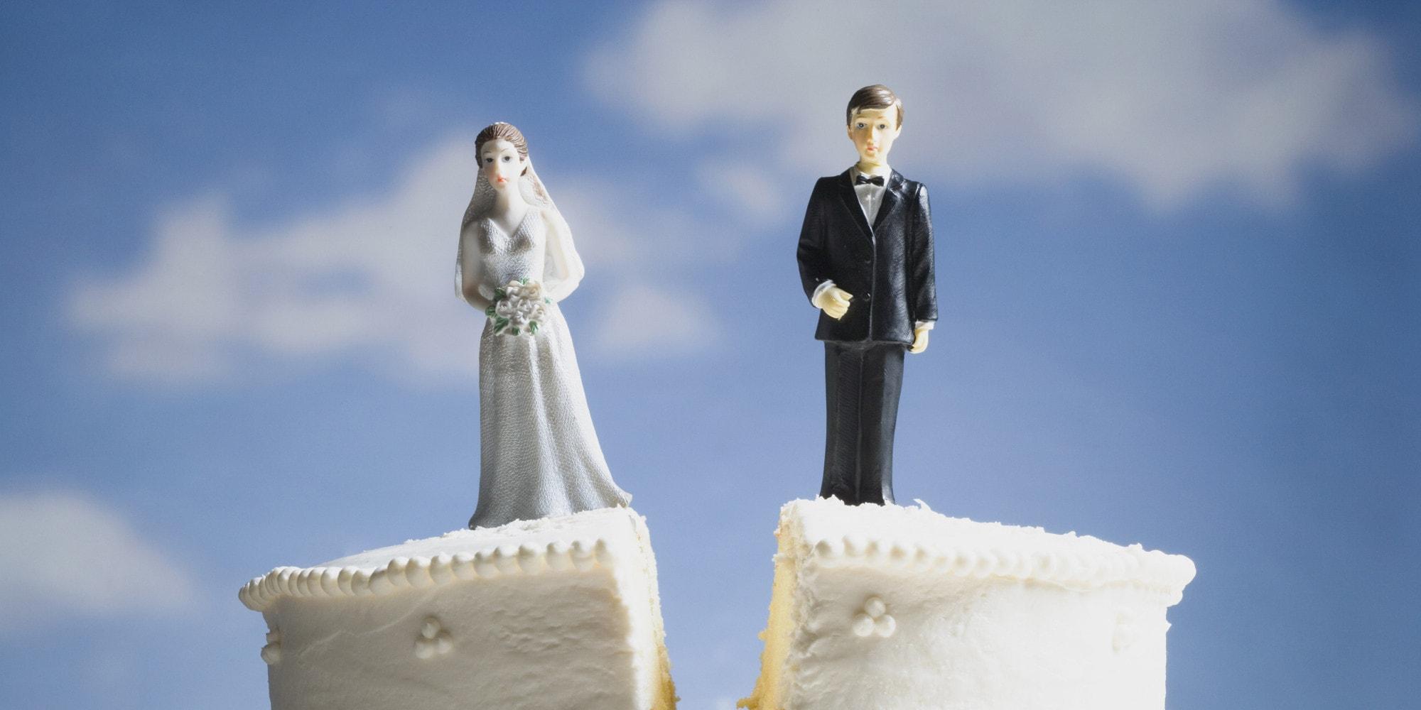 Promessa di matrimonio: lecito romperla ma bisogna pagare i danni