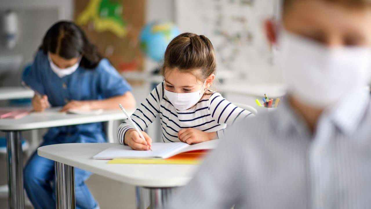 Covid, Tar Lazio: sussiste l'obbligo di indossare la mascherina in ambito scolastico per i minori tra i 6 e gli 11 anni