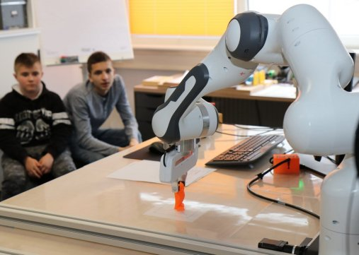 mint-labs-sci-salzburg-research-kollaborativer-roboter-12