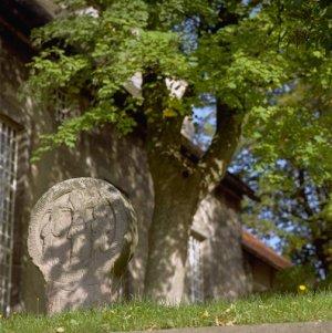 Scheibenkreuz bei der Salzhemmendorfer Kirche (Foto von 2004)