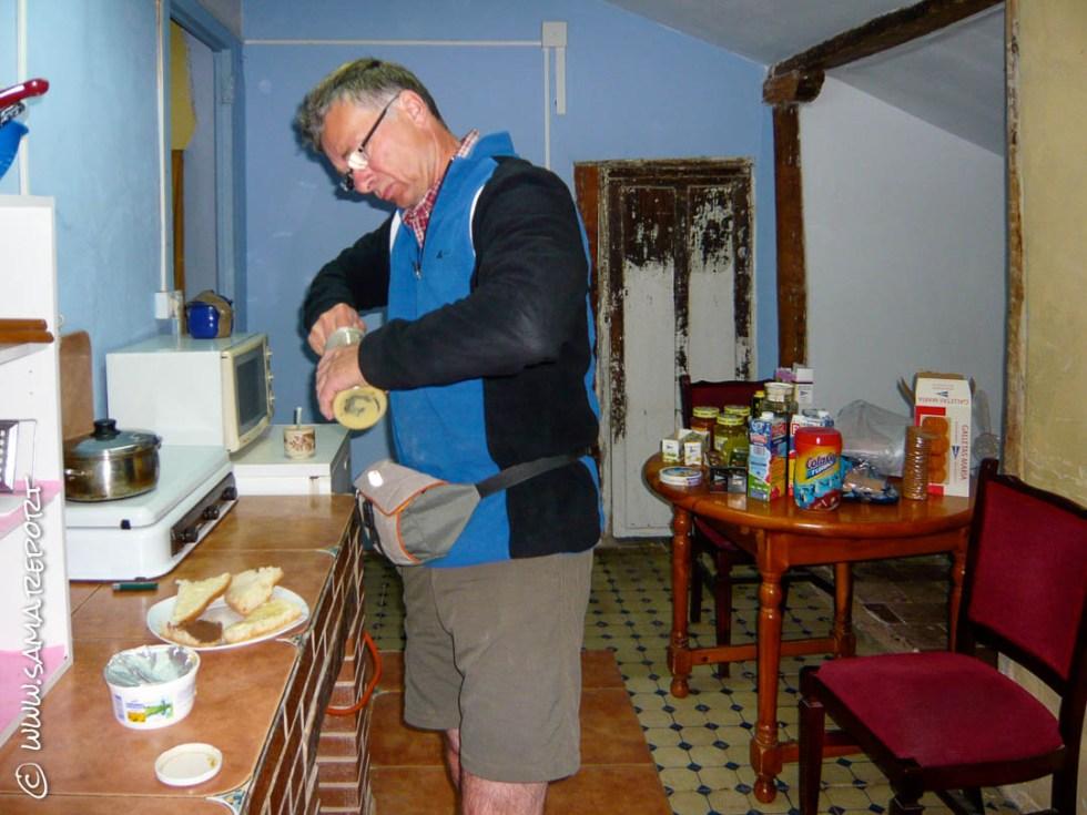 Die Herberge hat eine kleine Küche - Frühstück im Stehen