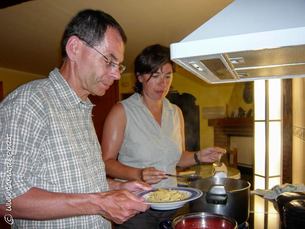 Wenn Pilger selbst kochen gibt's häufig Nudeln!