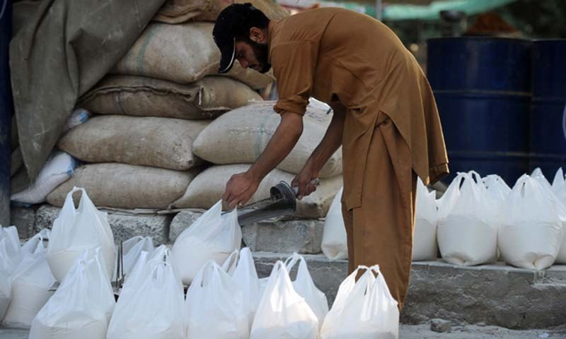 Photo of The price of the 20 kg bag of flour increases by Rs150 in KP | SAMAA
