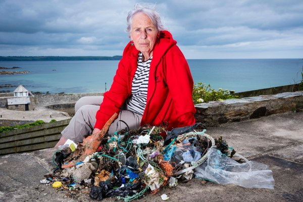"Action Nan Cleans 52 Beaches In One Year In ""Final Straw"" Campaign Against Single-Use Plastic"