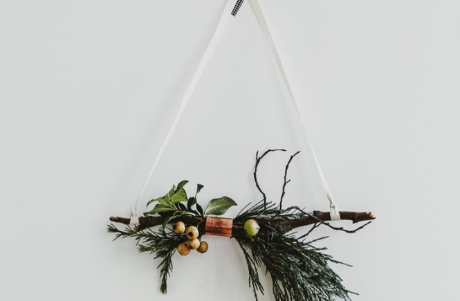 Friday Favorites - DIY Minimal Floral Wreath