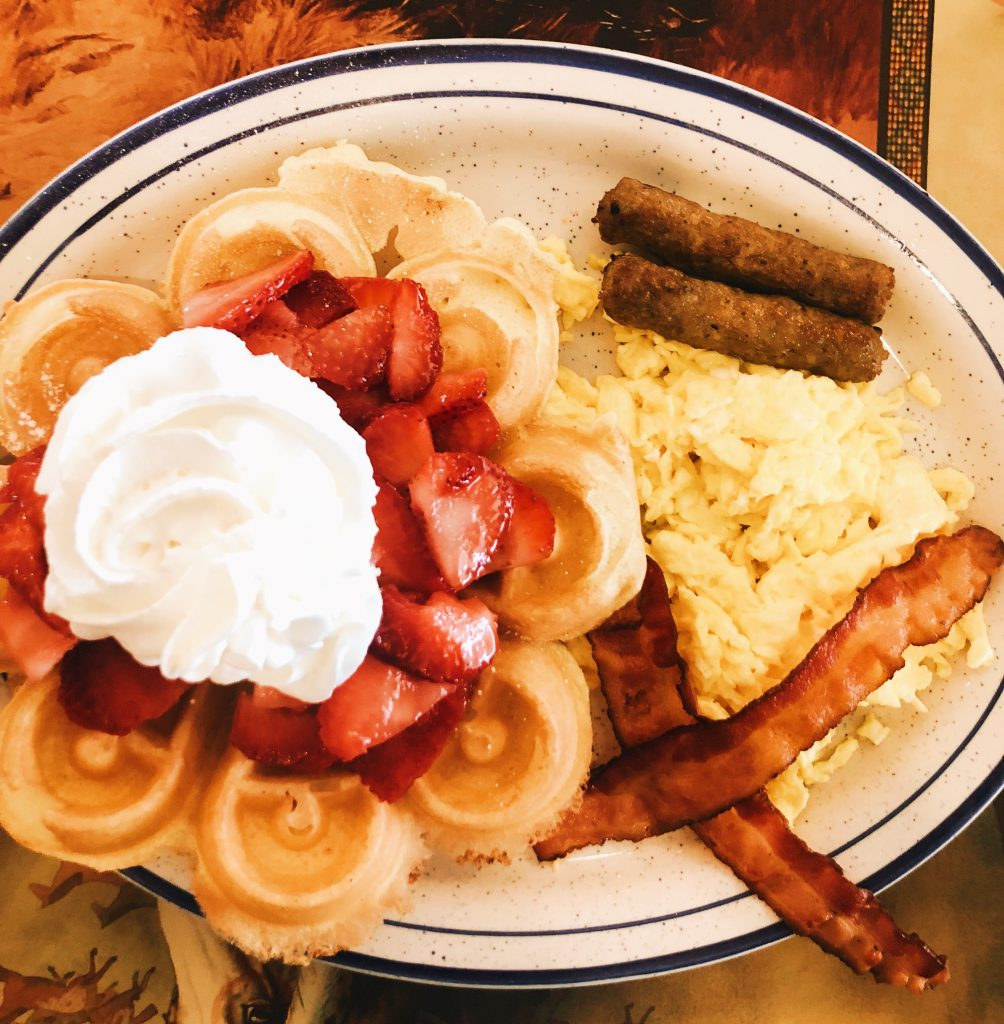 Samantha Marie Blog | Breakfast at Pocahontas Pancakes in Virginia Beach