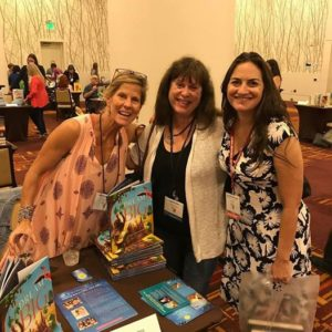 Me (r.) with wonderful authors Kat Kronenberg (l.) and Joy Preble at the SCBWI Summer Conference.