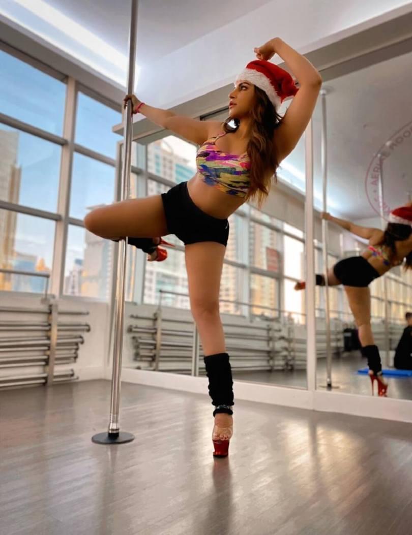 Bollywood : Actress Shama Alexander's glamorous pole dance on Crismas, see photos