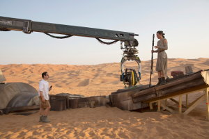 Star Wars: The Force Awakens L to R: Director J.J. Abrams w/ actress Daisy Ridley (Rey) on set. Ph: David James ©Lucasfilm 2015