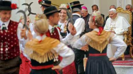 kl-1KNA-Foto - TrV Hinterskirchen mit Papst