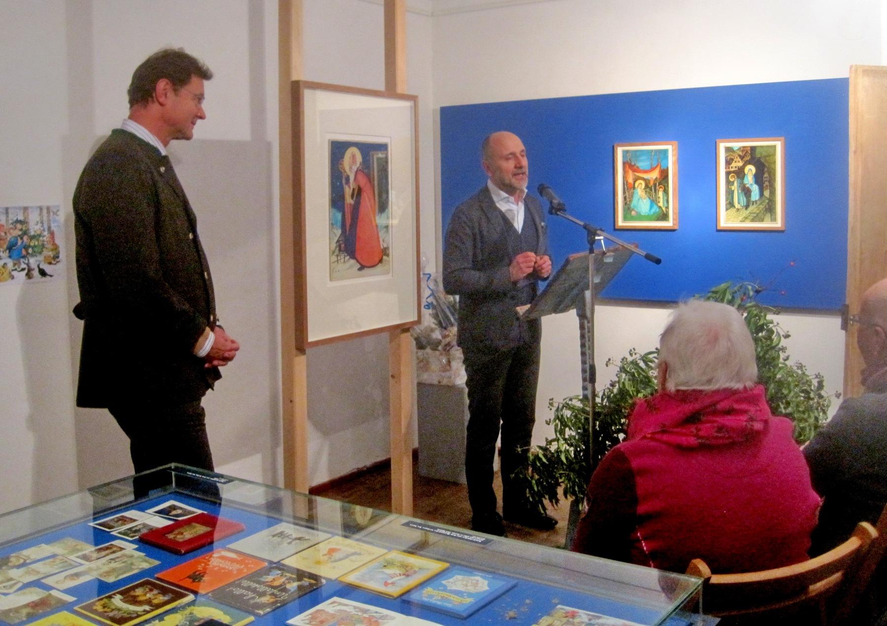 Bei der Ausstellungseröffnung im Priener Heimatmuseum Dr. Christoph Kürzeder (re.) mit Bürgermeister Jürgen Seifert von der Marktgemeinde Prien.