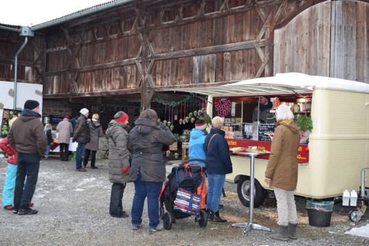 Markttreiben im Vierseithof © Bezirk Oberbayern, Bauernhausmuseum Amerang