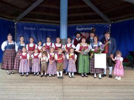 Mit dem Silbernen Ehrenzeichen der Bayerischen Trachtenjugend wurde Annemarie Dachs (3. v. rechts) ausgezeichnet.