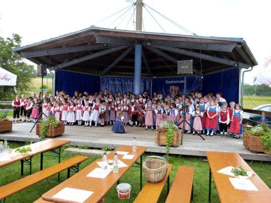Zum Schluss versammelten sich alle Akteure auf der Seepark-Bühne.