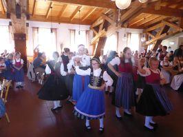 Den Salzburger Dreher zeigte die ARGE-Tanzgruppe SR-Bogen.