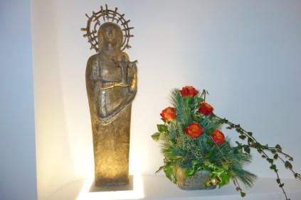 Marien-Statue breit
