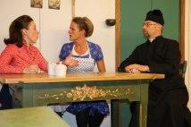 Eine Scheidung von Sigi und Gerdi ist Pfarrer Andreas ein Dorn im Auge (Liesi Irob, Christine Gau, Georg Aicher)