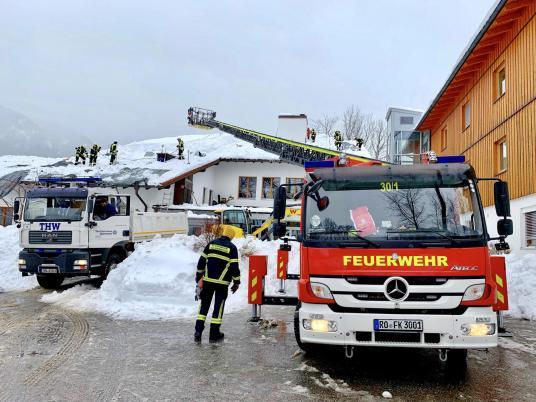 Klinik Sonnenbichl Aschau Dach von Altschnee befreien_Foto H. Reiter (3)