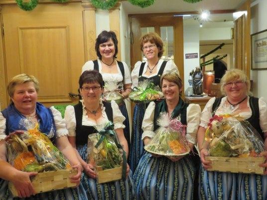 die ausgeschiedenen Damen: v.l. Maria Estner, Gerti Lackner, Lisa Scheck, Renate Lindner, Marianne Schönhuber, Maria Wenzel