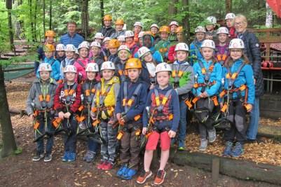 kl-Schulklasse im Kletterwald mit Priener Bgm. Seifert-©Chiemsee-Alpenland Tourismus