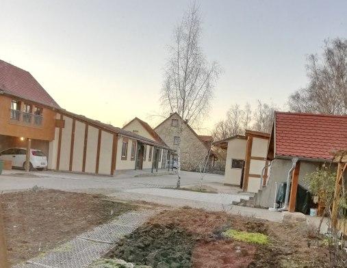 Ein Wohnprojekt für Senioren hat das Ehepaar Summ in Ipsheim auf dem ehemaligen Schweinemastbetrieb etabliert.