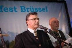 Staatsminister Dr. Florian Herrmann, MdL begrüßt die rund 600 Gäste beim 16. Oktoberfest in Brüssel © FKPH