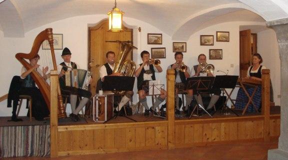 Volkstanz mit der Daxnschnoata Musi
