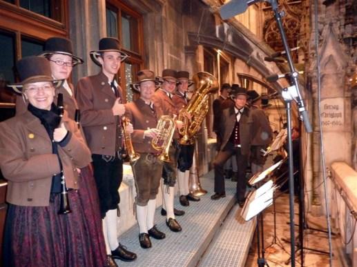 SamerBläser und Sänger auf Rathausbalkon