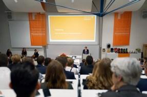 TH-Präsident Prof. Heinrich Köster begrüßt die Gäste.