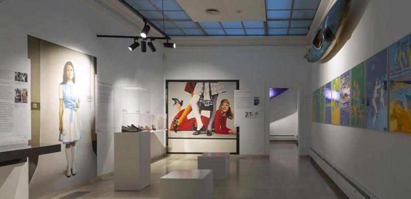 Made in Rosenheim Blick in die Ausstellung 70er Jahre Saal 7 Foto Martin Weiand