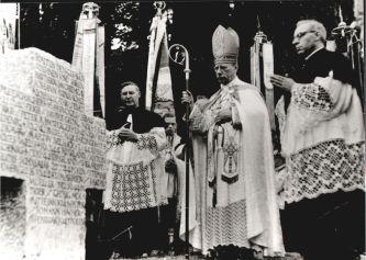 1952 mit Weihbischof Dr. Neuhäusler-kl.