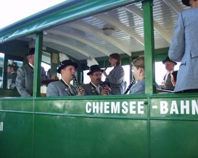 k-1Priener Musikanten in der Chiemsee-Bahnn