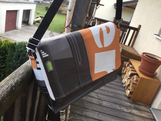 upcycling – Taschen aus alten LKW-Planen, Bildautorin: Franziska Wanger