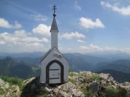 Miniatur-Kapelle am Nebengipfel