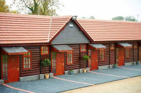 stables-lodge