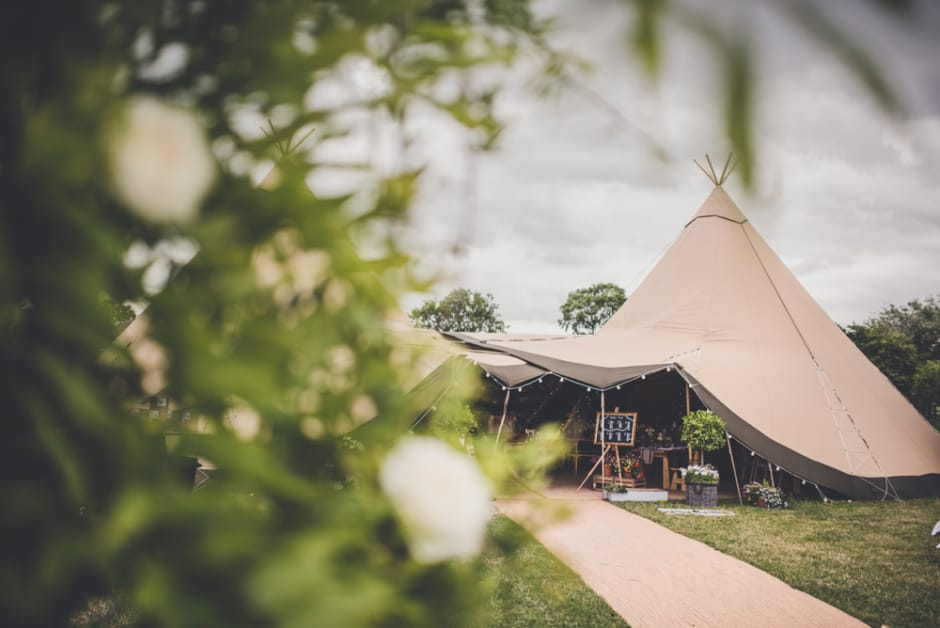 Sami Tipi Wedding by Amy Shore Photography 6