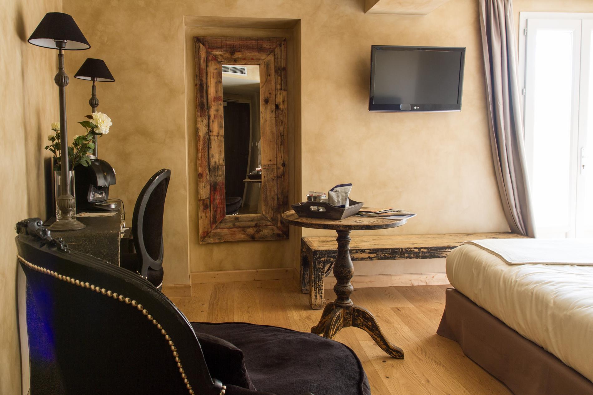 Chambres de lhtel Charme  Business Lyon  Limonest
